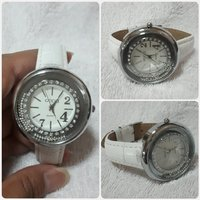 Used Fabulous white GUCCI watch for lady. in Dubai, UAE