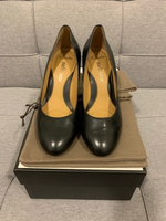 Used Clarks black classic pumps size 6/38-39 in Dubai, UAE