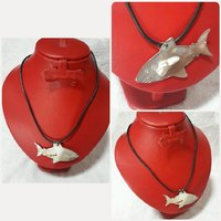 Fish pearl necklace.