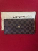 Used New Louis Vuitton wallet(class A) in Dubai, UAE