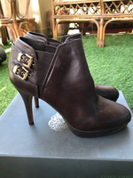 Used Vince Camuto leather ankle boots,39 in Dubai, UAE