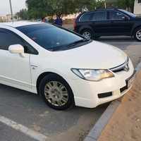 Used Honda Civic 2007, 80,000dhs, Pearl White in Dubai, UAE