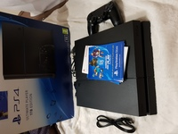 Used Ps4 Console with 1 Controller in Dubai, UAE