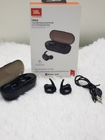 Used JBL Earbuds with charging case ☆☆☆ in Dubai, UAE