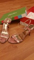 Used Pink leather shoes in Dubai, UAE