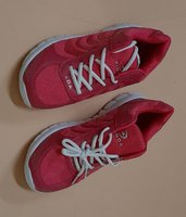 Used Sport shoes sneaker very lightweight in Dubai, UAE