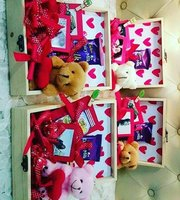 Used Gift boxes in Dubai, UAE