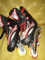 Used Skating shoes with tires in Dubai, UAE