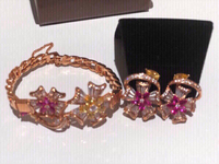 Used Beautiful stud and bracelet set in Dubai, UAE