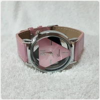 Used Pink geneve watch amazing.. in Dubai, UAE