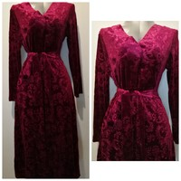 Beautiful red velvet ling dress size M