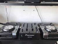 Used DJ Kit+Speakers+Mixer+2 CD Players+ 1 WirelessHeadphone+DJ Road Case.  in Dubai, UAE