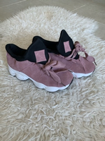 Used Size 40 ladies trainer Pink  in Dubai, UAE
