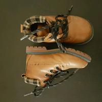 AuthentiC OSKOSH shoes For 2 To 3t Kid.; It Has A Small Tear But Still Excellent Condition