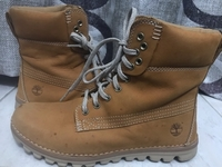 Used Women's Suede Boots-Preloved in Dubai, UAE