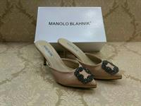 MANOLO BLAHNIK PUMPS/HEELS