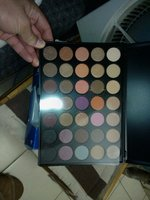 Used New Unbrand 35 color eyeshadow pallete in Dubai, UAE
