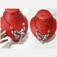New fabulous brand new CRYSTAL NECKLACE.