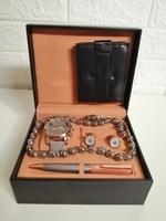 Used Men's watch kit/ طقم ساعة رجالي in Dubai, UAE