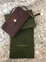 Used Pre-loved Longchamp wallet. Leather. in Dubai, UAE