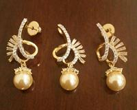 Used Zircon Pearl Pendant & Earings Set 8. in Dubai, UAE