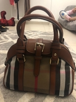 Used Burberry handbag master copy in Dubai, UAE