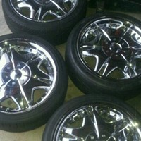 Used 18inch Giovanni chrome rims with tires. in Dubai, UAE