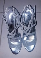 Used 3 pca of Ladies Shoes for only 150 in Dubai, UAE