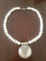 Used White fresh water pearl silver necklace1 in Dubai, UAE