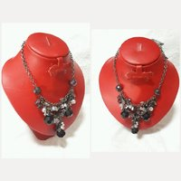 Used New fantastic CRYSTAL NECKLACE for lady. in Dubai, UAE