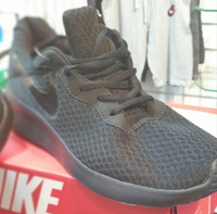 Used NIKE shoes Made in Vietnam in Dubai, UAE