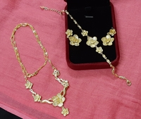 Used New gold jewellery flowers 3 pcs in Dubai, UAE