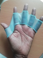 Hand web flippers for diving training
