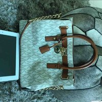 Used Authentic Michael kors hamilton satchel in Dubai, UAE