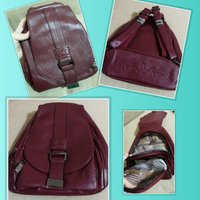 Used Beautiful quality maroon backpack + 🎁 in Dubai, UAE