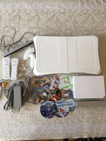 Used Used Wii console +balance board+ 10 CDs in Dubai, UAE