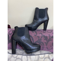 Used Classy Boots with heels (NEW)🔥🔥 in Dubai, UAE