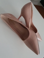 Used pink heel with gel packs in Dubai, UAE