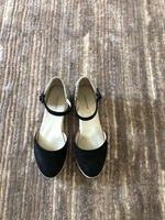 Used Sandals for a girl size 33 in Dubai, UAE