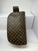 Used Louis vuitton designer Bag new unisex in Dubai, UAE
