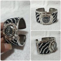 Used Perfect for GIFTS unique bracelet watch. in Dubai, UAE
