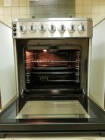 Used Daewoo cooking range (4 Burners) + oven in Dubai, UAE