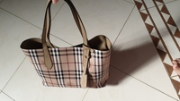 Used Burberry bag authantic (urgant to sell) in Dubai, UAE