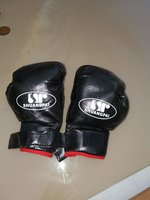 Used Boxing gloves pro. (light) free size in Dubai, UAE