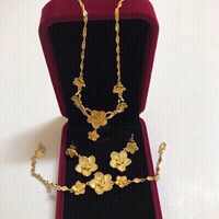 Used Jewelry flowers 3 pieces 💯new in Dubai, UAE