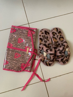 Used Slippers and organizer by Victoria's sec in Dubai, UAE