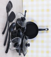 Used non stick cookware set in Dubai, UAE