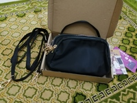 Used Women's waterproof shoulder bag in Dubai, UAE