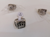 Used 3 pieces men's rings NEW size 9 in Dubai, UAE