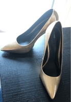 Used High heels gold also in Dubai, UAE